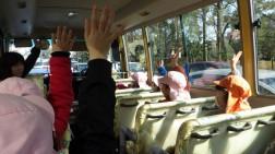 園バスに乗って出発!